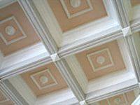 кессонный потолок декорированный